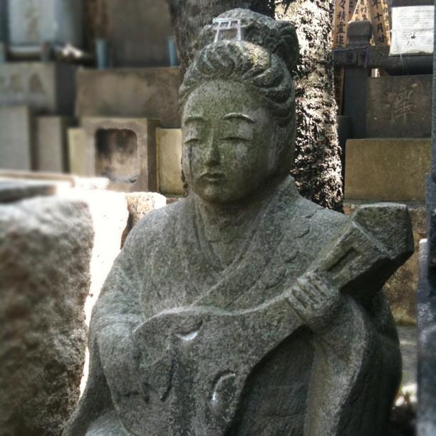 Journée spéciale cimetière avec visite du sanctuaire Jokanji dédié aux prostituées mortes anonymement