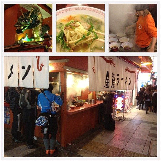 KinRyu Ramen à Osaka où l'on mange debout au bord du trottoir. J'adore ça en hiver ! Manger bouillant en étant dans froid