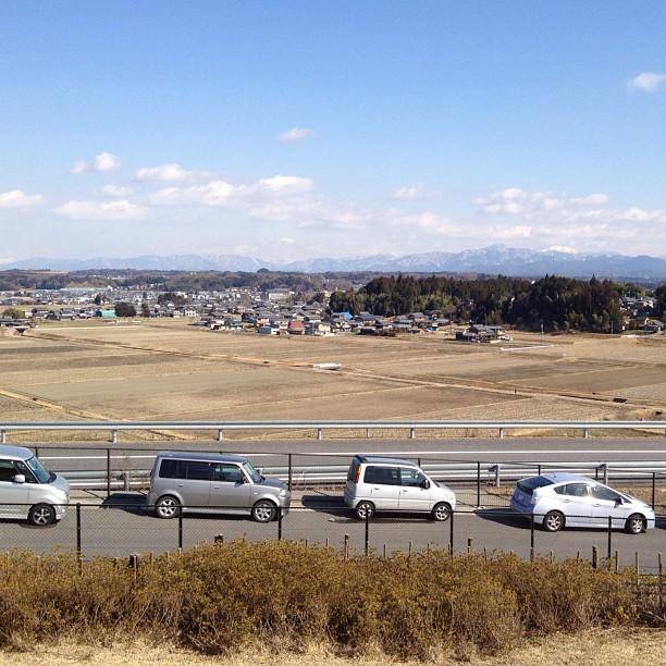Paysage de la région de Koga, avec de la neige sur les sommets au loin