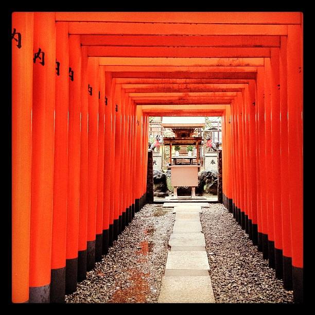 Ce n'est pas le Fushimi Inari Taisha mais le Osaka Tenmangu !