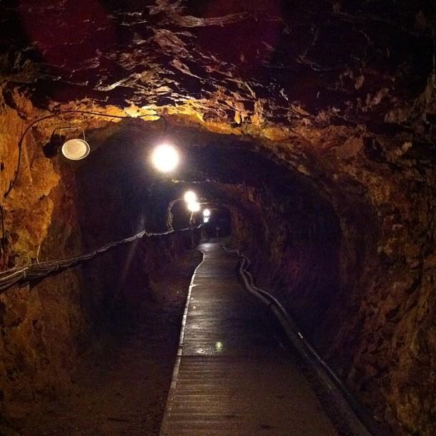 Les mines d'or de Sado ! C'est @TigrouMeow qui aimerait être là et visiter les zones interdites abandonnées ; )