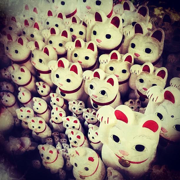 Comme vous aimez les p'tits chats… Encore des Maneki Neko !