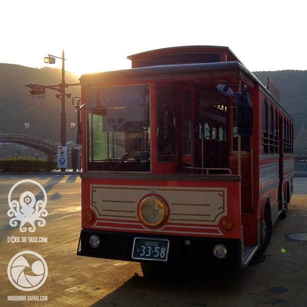 Le bus old school pour rejoindre la gare.