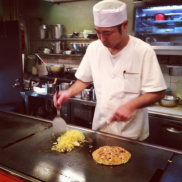 À Osaka, les Yakisoba vont de pair avec les Okonomiyaki