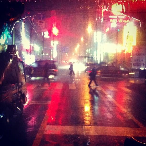 Ambiance «Black Rain» vu du bus ! Cc @JjonesSato