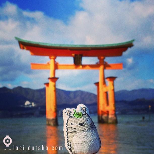 Totoro prends la pose à Miyajima. Merci @siliafr pour ce joli cadeau.