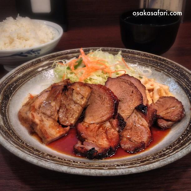 Nouvelle adresse sympa pour les carnivores : chashu sur assiette à 700¥