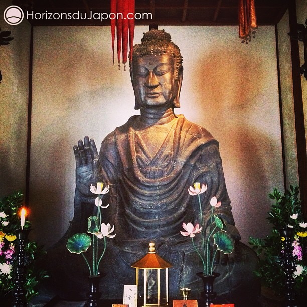 Depuis 1405 ans se dresse ici le plus ancien bouddha du Japon