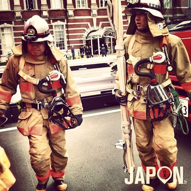 Comme @loeildutako avait mis la barre haute avec son Safari, je devais mettre les moyens pour le mien ! Pompiers en action ;)
