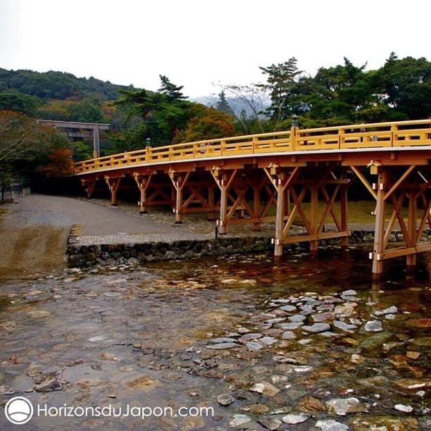 Le célèbre pont menant au sanctuaire d'Ise