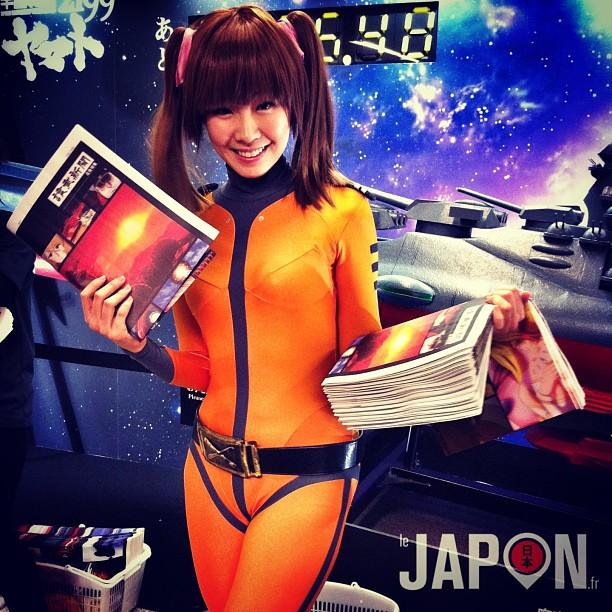 Mignonne la nouvelle hôtesse d'accueil en cosplay Yamato à la station Akihabara !