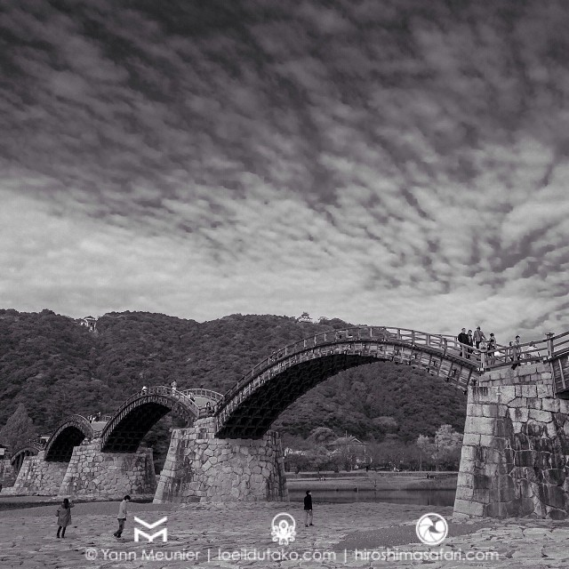 Sur le pontà 5 arches  d'Iwakuni on ne peut pas y danser en rond :)