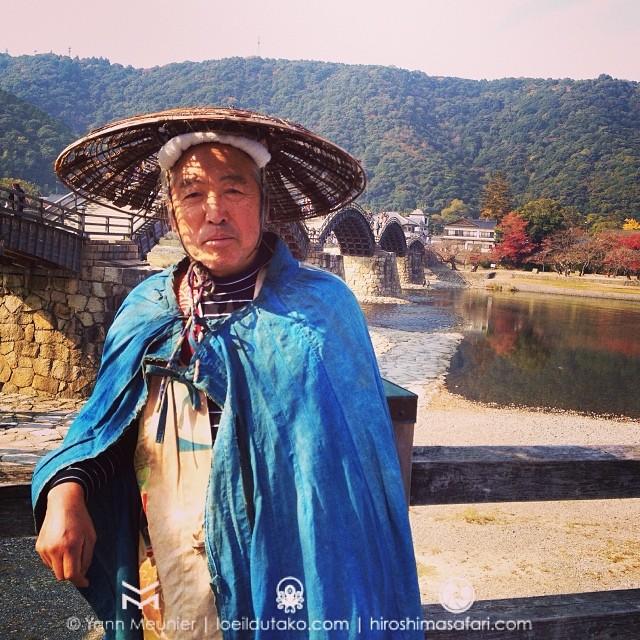 Sakamoto-san prends la pose à Iwakuni pour mes safaristes du jour.