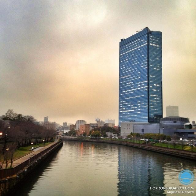 Drôle de lumière vers 17h sur Osaka aujourd'hui