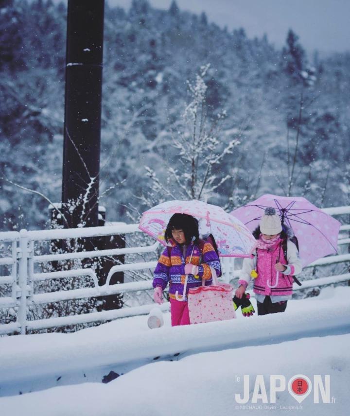 Quand les petits écoliers de Minakami vont à l'école le matin ❄️️❄️️❄️️