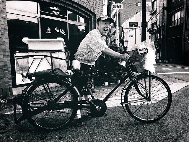 Livreur de Tofu depuis 48 ans sur le même vélo et toujours le sourire :) #osakasafari #japonsafari