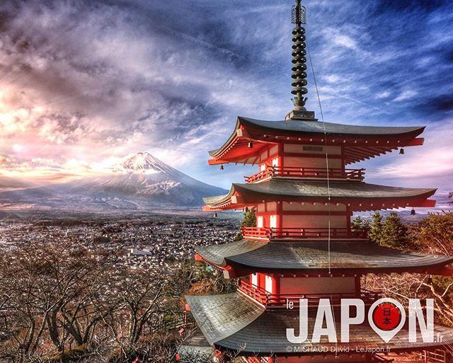 Levé de soleil hier à la célèbre pagoda Chureito avec le magnifique Fuji san derrière ! Le tout en #UltraColor car ça faisait longtemps ⛩ #Japon #VisitJapan #tokyocameraclub #Fuji #xt3