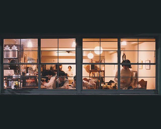 Fenêtre sur café