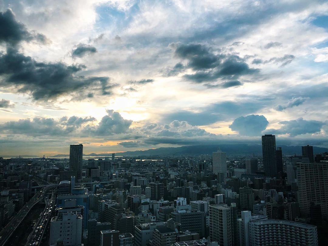 L'automne se fait encore désirer mais septembre offre de beaux ciels sur Osaka #osakasafari #japonsafari