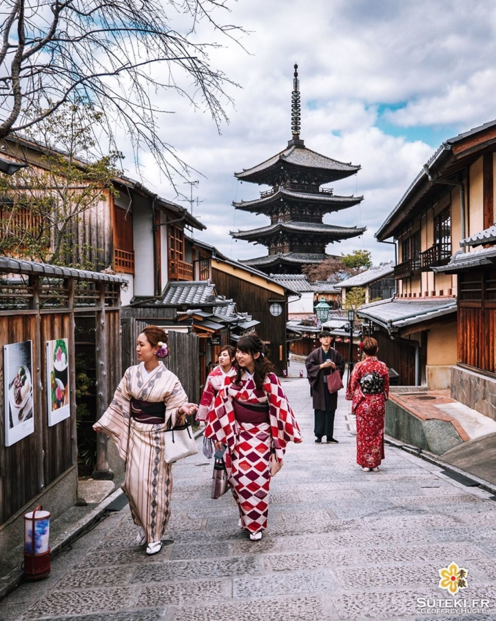 Yasaka Pagoda et ses femmes en kimono