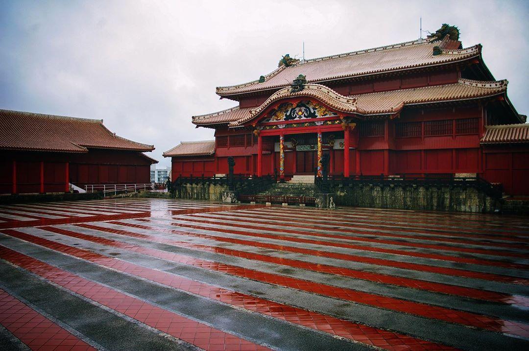 Une pensée pour le château de Shuri et pour tous les Shimanchu de ce formidable archipel des Ryukyu