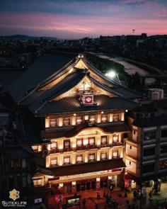 Question, cette photo est ? A- Pas mal ! 😁 B- Très belle ! 😍 C- Superbe ! 🤩 D- La réponse D ! 😜 . Abonnez-vous pour plus de photos du Japon => @sutekifr . #hellofrom Kyoto 京都 🇯🇵 #amazingkyoto #kyototravel #japanvibes #lr_moments #visitjapanfr #dscvr_earth #discoverjapan #lovekyoto #fujifilm_xseries #kansai #visitjapan #discoverer #livingonearth #theglobewonderer #lr_vista #TheWeekOnInstagram #hbouthere #CreateExplore #そうだ京都行こう #京都好き