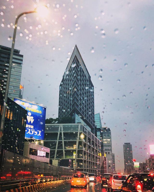 Le Chaska, du cabinet de #TadaoAndo, depuis le périphérique d'Osaka